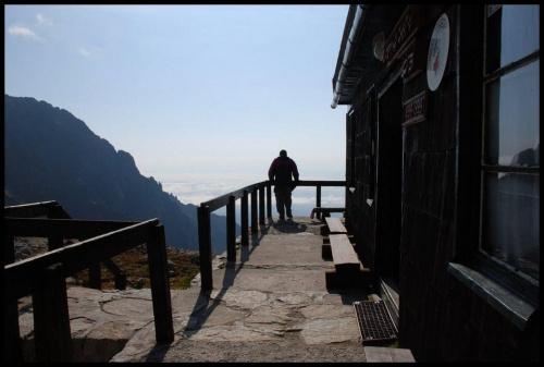 Schronisko Téry'ego (Téryho Chata) 2015 m n.p.m. to najwyżej położonym schroniskiem w Tatrach czynne przez cały rok. Podobno schronisko to obecnie dysponuje najwyżej na Słowacji położoną elektrownią wodną.