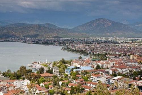 Turcja. Widok z góry na miasteczko Fethiye. Podczas mojego tygodniowego pobytu w Turcji mieszkałam w Calis, który jest jednym z regionów Fethiye. Jest to piękne miasteczko portowe, w którym, poza leniuchowaniem na plaży, można pospacerować po deptaku,...
