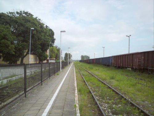 Stacja w Opocznie widok w kierunku Skarżyska. Peron drugi - dość wąski . #PKP #Opoczno