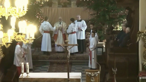Ks. kan. dziekan i proboszcz strzeleński Otton Szymków - podczas mszy św.