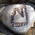 Kamienne oznakowania miejsc ciekawych,zabytków w Karkonoszach. #Karpacz #ŚwiątyniaWang #kościół #Karkonosze #góry #kamień