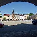 Oryginalny ratusz w Czeskim Hostinne spod arkad.. #Hostinne #czechy #ratusz